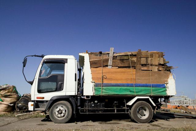 ウッドデッキの処分は不用品回収業者へ