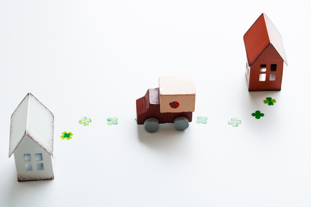 家とトラックの模型