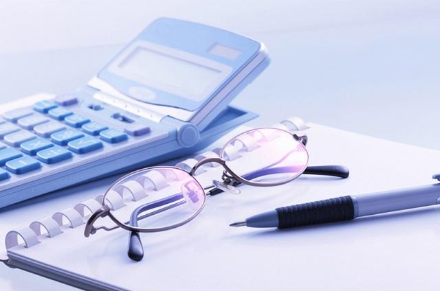 電卓と眼鏡