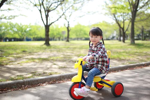 三輪車と子供