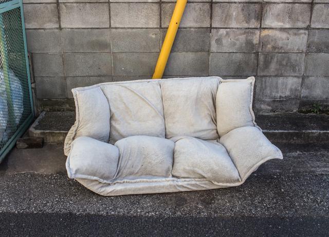 粗大ごみのソファ