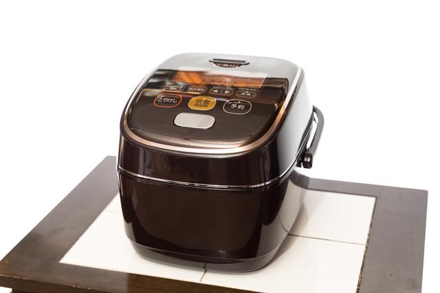 黒い炊飯器